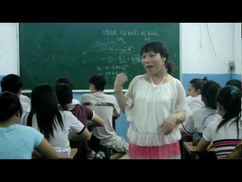 Xem cô giáo chuyển giới Phạm Lê Quỳnh Trâm dạy học