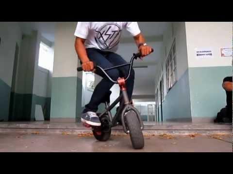 Ini adalah Kate Bike(Mini Bike BMX) , Sepeda yang sudah diakui asli dari indonesia lho... tepatnya dari bandung videonya sudah ditonton lebih dari 2 juta kali, silahkan cek videonya ya pulsker