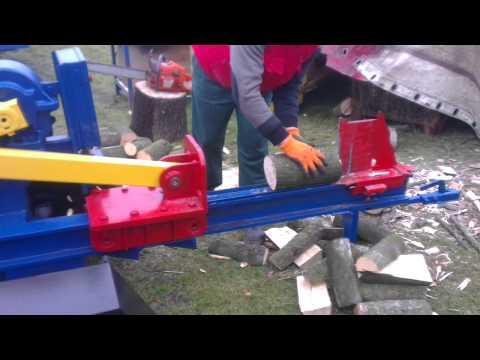 Maszyna do rąbania drewna.