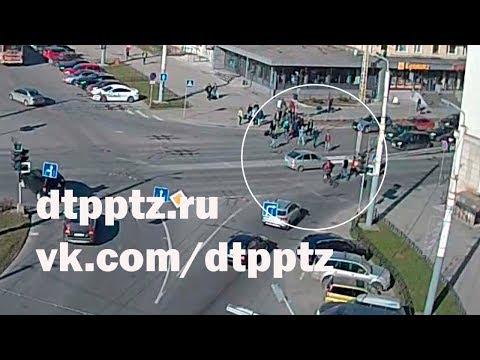 Утром на улице Шотмана легковой автомобиль наехал на пешехода