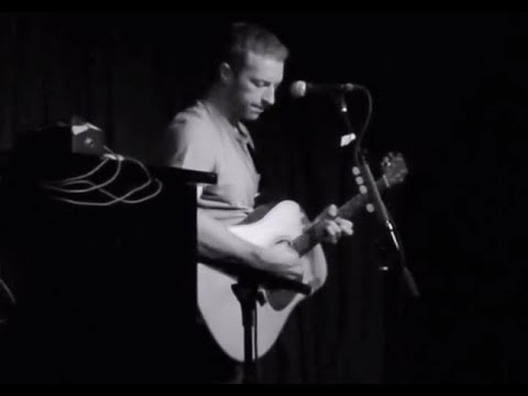 The Scientist - Coldplay (Chris Martin on guitar) acoustic live HD