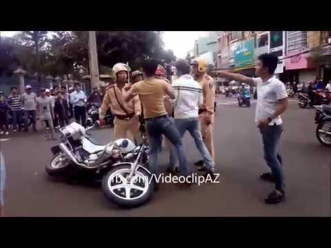Thanh niên cứng hổ báo với cảnh sát giao thông