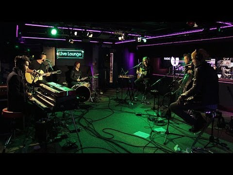 Love Me Again (Live Lounge)