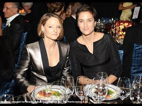 Actress Jodie Foster gets MARRIED to another WOMAN!