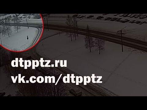 Утром на Карельском проспекте столкнулись ПАЗ и самосвал
