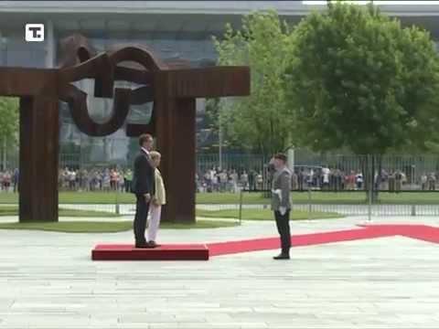 Merkelova dočekala Vučića uz vojne počasti