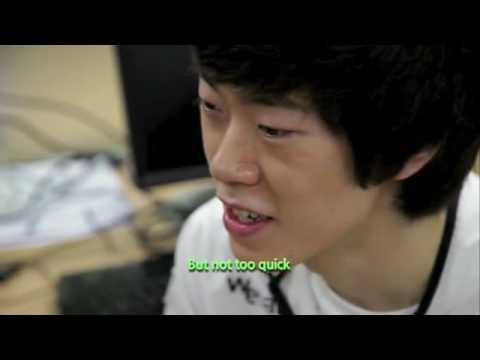 Корейский геймер виртуозно орудует мышью и клавой
