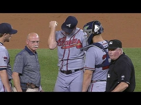 ATL@WSH: Floyd leaves early with broken elbow