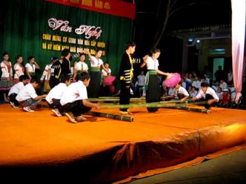 Múa sạp - Văn nghệ 20 - 11 - 2011THCS  DTNT Mường Lát.AVI