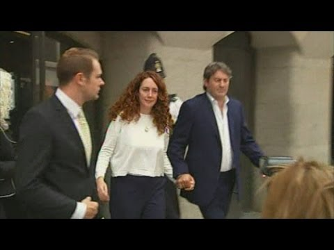 Phone hacking trial: Rebekah Brooks leaves Old Bailey cleared of all charges