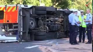 NRWspot.de | Rettungswagen verunglückt und umgekippt – fünf Verletzte