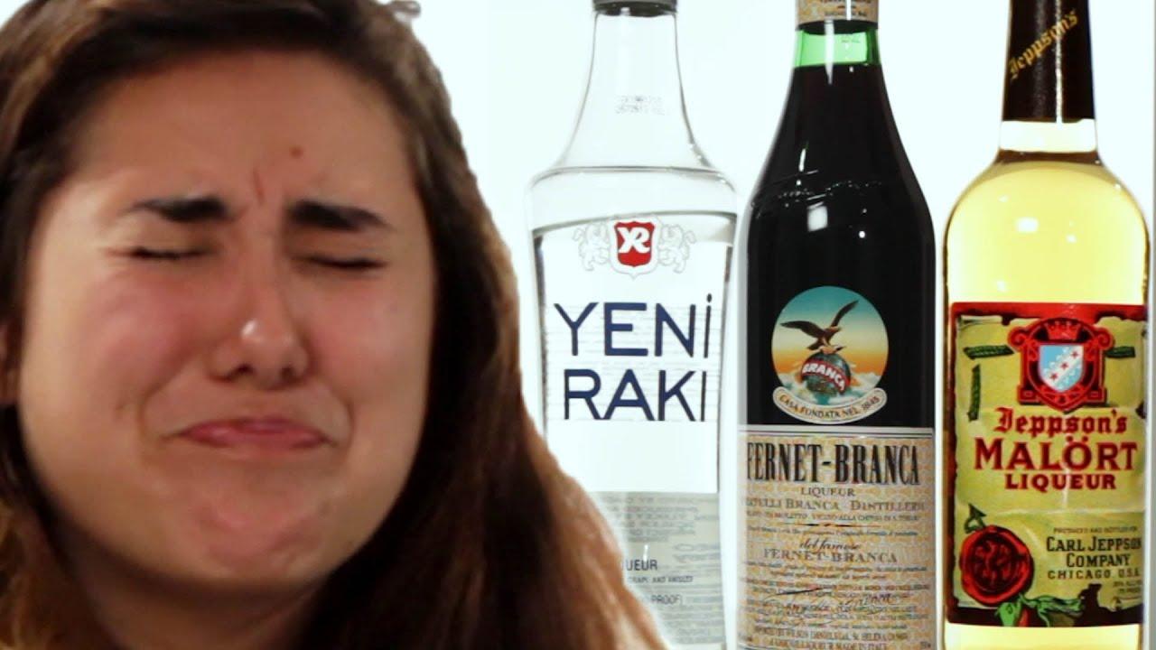 Des américains goûtent des alcools internationaux