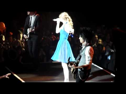 Taylor Swift - You belong with me  @ Vorst Brussel 6-3-'11