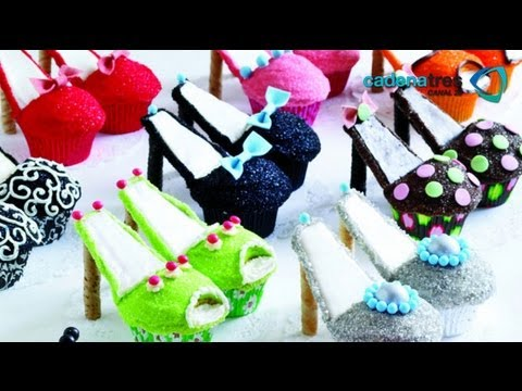 Como decorar zapatillas de merengue en cupcakes. Postres / Receta decorar cupcakes paso a paso