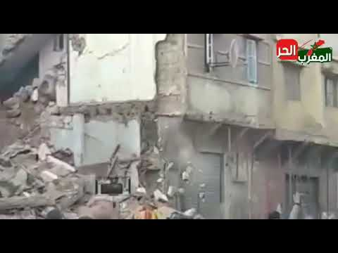 شوفوا الكارثة – لحظة سقوط بناية بدرب مولاي الشريف بالحي المحمدي