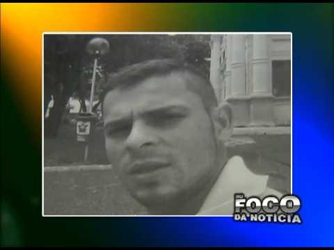 Homem é preso com 100g de  maconha e uma arma de fogo