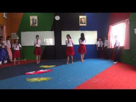 [Viet Anh School] Uyển chuyển các bạn HS 7A & 7B tập múa nón
