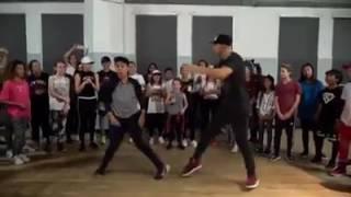 """2 thanh niên """"hút vạn ánh nhìn"""" khi trổ tài nhảy cực chất"""