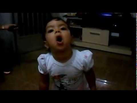 Bebê gênio imitando som de animais.wmv