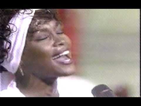 Whitney Houston sings the National Anthem -- Star Spangled Banner