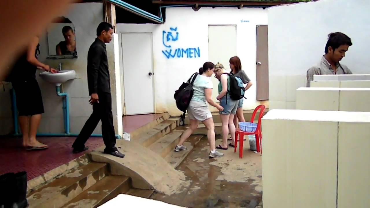 Видео женский общественный туалет весьма