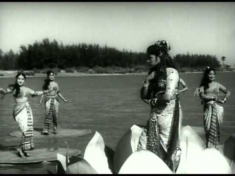 Neela Pattaadai Katti Song
