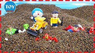 Doremon và Nobita lái xe điều khiển từ xa giải cứu siêu nhân anh hùng đồ chơi Doraemon Toy for kids