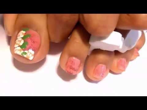 Cách vẽ móng chân hoa hồng cho ngày trọng đại