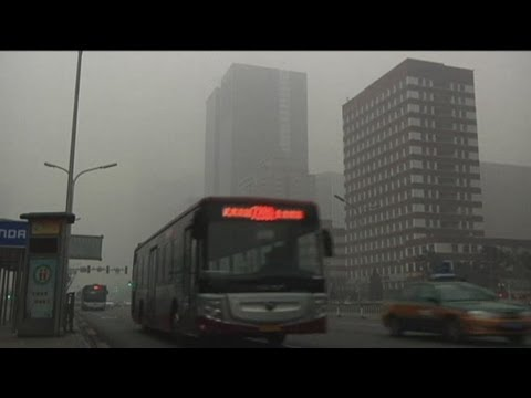 Thick air pollution fog blankets Chinese capital