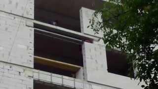 Muncitori neprotejați pe un șantier ultracentral