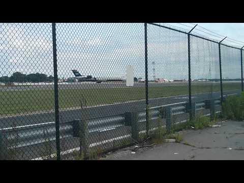 Us Airways Express CRJ-200 landing at PHL