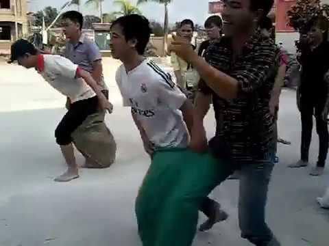 Hoạt động chào mừng ngày 20/10/2015 của giáo viên Trường TH&THCS Phù Long: Trò chơi Nhảy bao
