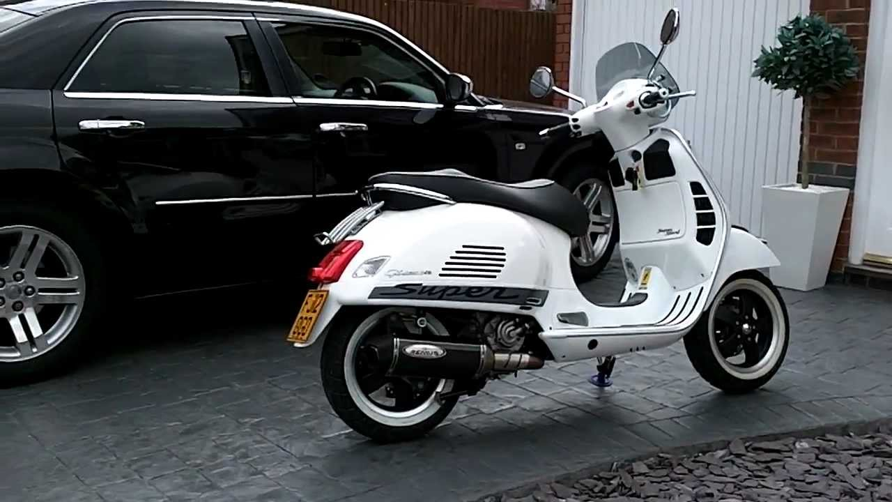 vespa gts 300 super sport in white youtube. Black Bedroom Furniture Sets. Home Design Ideas