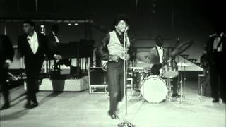 """James Brown Performs And Dances To """"Night Train"""" To A Live"""
