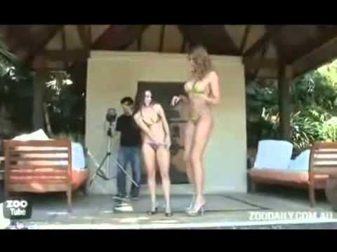 Người khổng lồ nhất thế giới mặc bikini