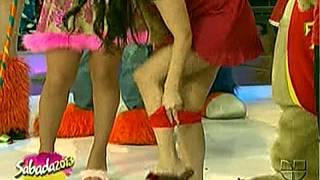 Laura G Pone Calzones Rojos Bajo La Falda Sabadazo