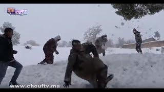 بالفيديو..رغم المعاناة ..ساكنة أزيلال و المناطق النائية فرحانين بالثلوج |