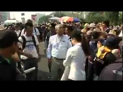 กำนันสุเทพ Thailand Protesters March to Oust PM and Postpone Election