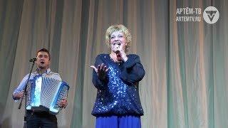 Нестареющие хиты и народный фольклор. Екатерина Шаврина дала концерт в Артёме