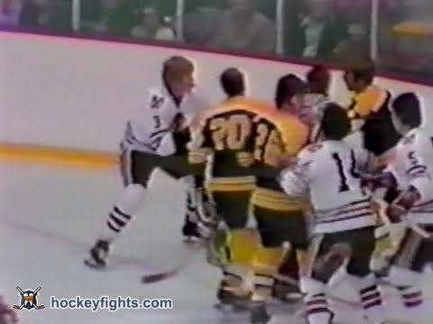 Terry O'Reilly vs Keith Magnuson Apr 10, 1975
