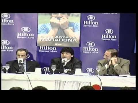 79. Maradona paraqet librin e tij (2000)
