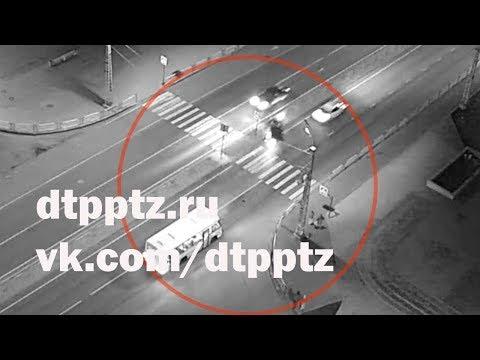 Один человек скончался, двое ранены в результате ДТП на улице Чапаева. Водитель в розыске