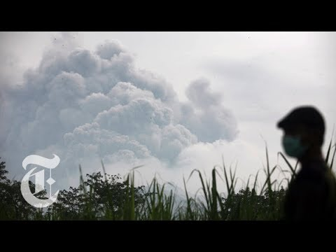 Indonesia Volcano Eruption 2014: Fleeing After Mount Kelud Erupts | The New York Times
