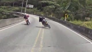 Impresionante caída en moto