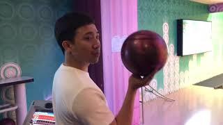 Trấn Thành hướng dẫn em vợ cách chơi bowling cực chất!!!