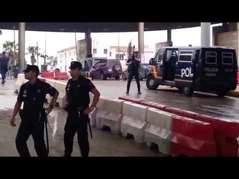 شرطي يعتدي جسديا على سيدة مغربية بباب  مليلية