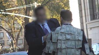 Wow....Orang ini membagikan uang secara gratis , Lihat apa yang terjadi diakhir