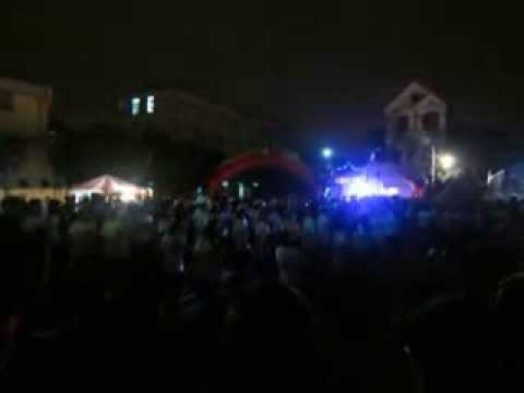 tập đoàn mũ bảo hiểm chuyên văn nhẩy flash mob