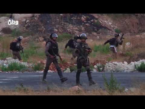 بالفيديو..قوات الاحتلال تقمع مسيرة شمال مدينة البيرة