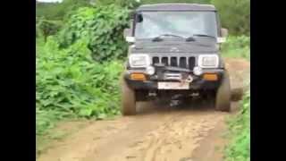 Mahindra Bolero, Invader, mm550 4WD driving through mud